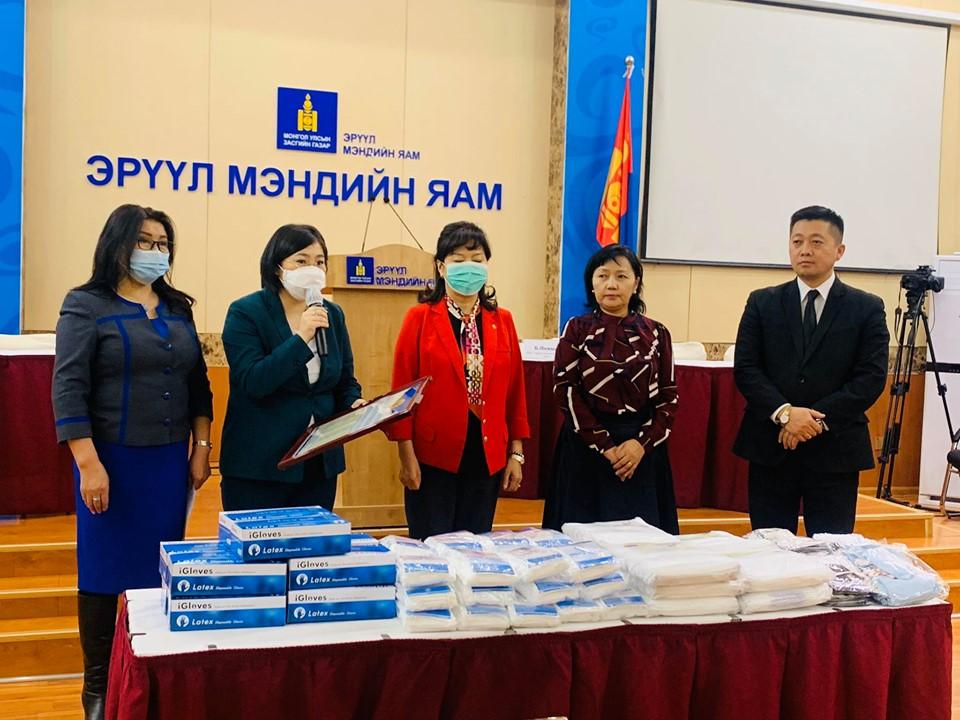 em1 Монголын эрүүл мэндийн ажилтны ҮЭ-ийн холбоо ЭМЯ-нд 25.9 сая төгрөгийн хандив хүлээлгэн өглөө