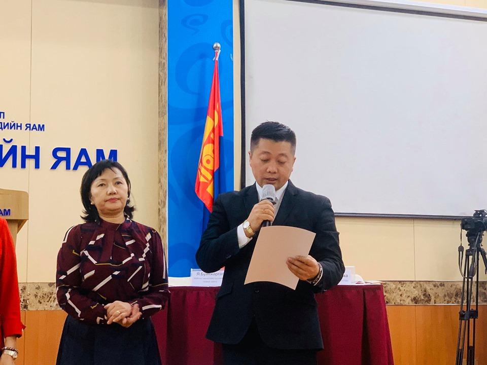 em4 Монголын эрүүл мэндийн ажилтны ҮЭ-ийн холбоо ЭМЯ-нд 25.9 сая төгрөгийн хандив хүлээлгэн өглөө